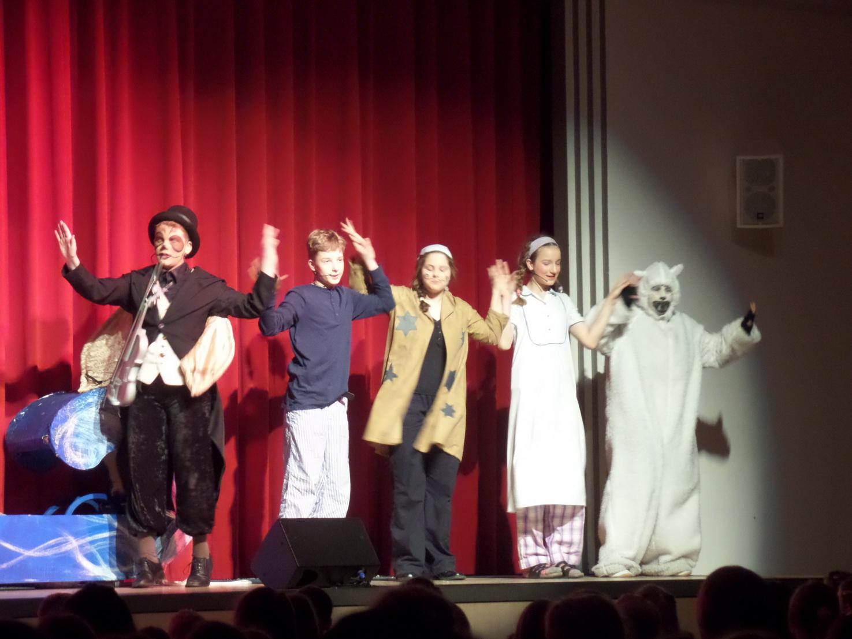 Theater mit Gesang und Tanz